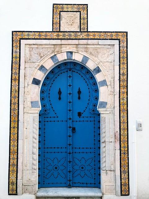 Ovimania, Ovien magia, Kaiken maailman ovia, ovi, Sinivalkoinen Sidi Bou Said