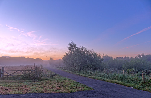 mist dawn sunrise scunthorpe ashbyville path gate fence trees sky blue northlincolnshire