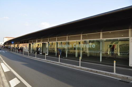 Stazione Bologna Centrale via Caracci | by alberto.cisotto