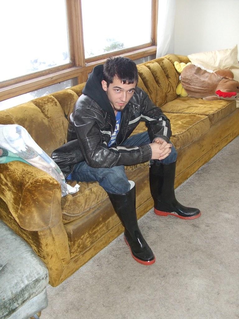 2008 Wintertime Luke in boots (1)