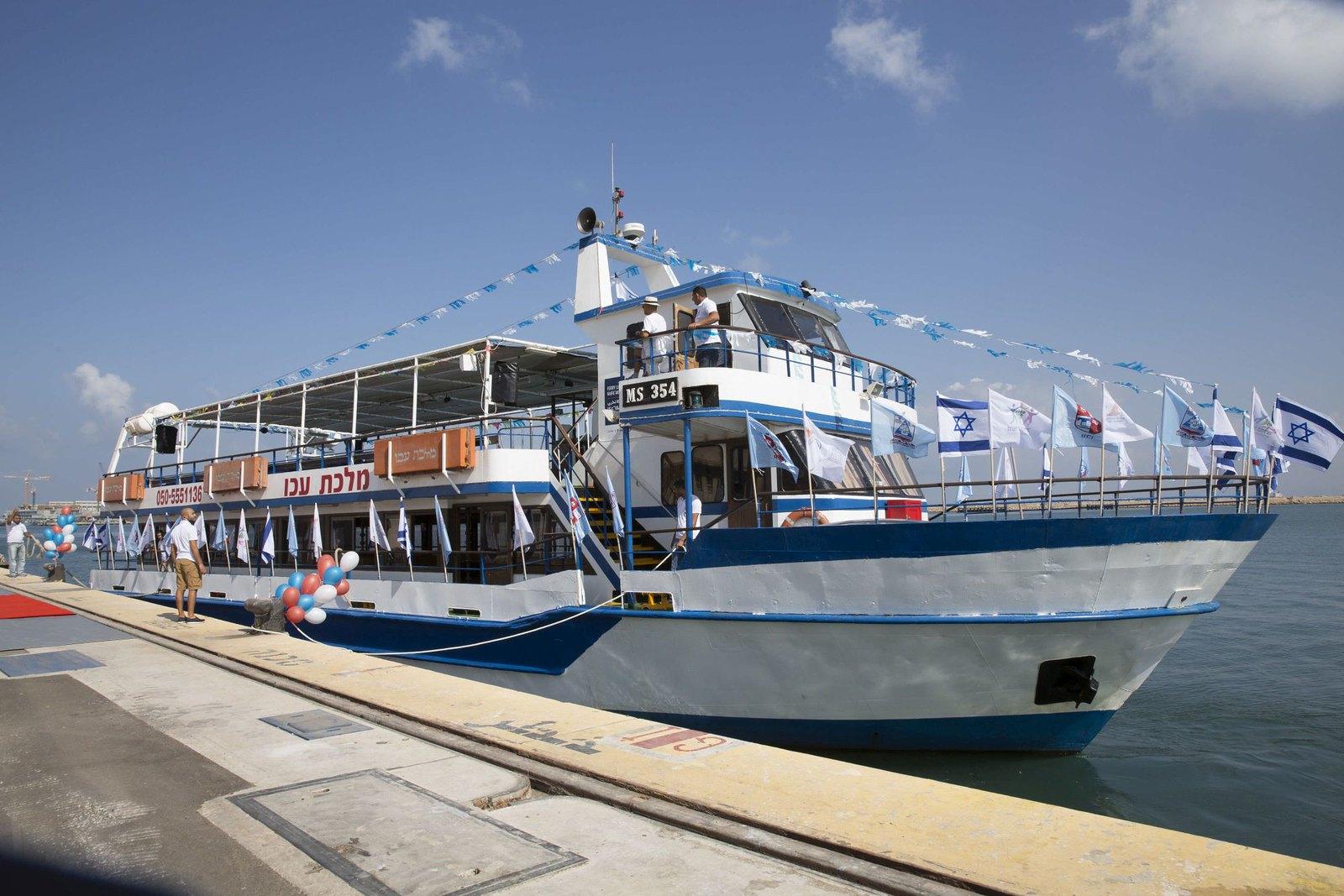 Ferry Line - The ship anchors in Haifa port_10102016IG6142_Itamar Grinberg