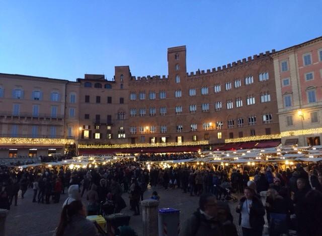 #Siena by night! 🌙 #like #follow #share #comment #countryside #italy #tuscany #travel #discover #city #history #borghettomontalcino #nature #myworld 🌏