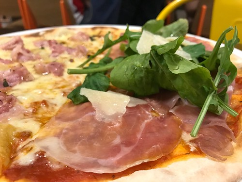 Prosciutto Crudo di Parma pizza at Peperoni | by karlaredor
