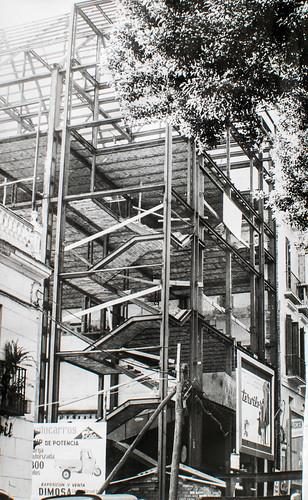 15 octubre 1963 [6] - Empieza la última fase. Ladrillo y cemento van distinguiendo las tribunas, escaleras, plantas...