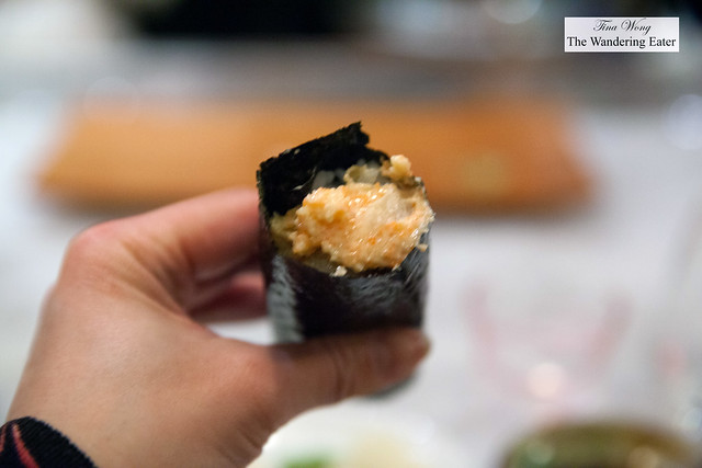 Spicy scallop with bits of tempura hand roll