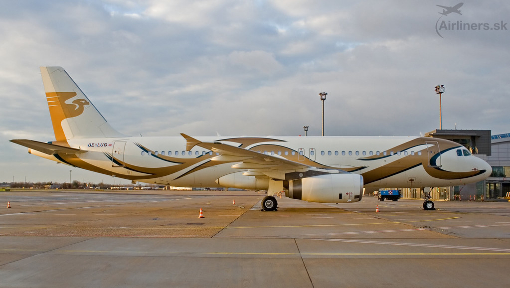 OE-LUG MJet tAirbus A320-232   OE-LUG MJet Airbus A320-232 c