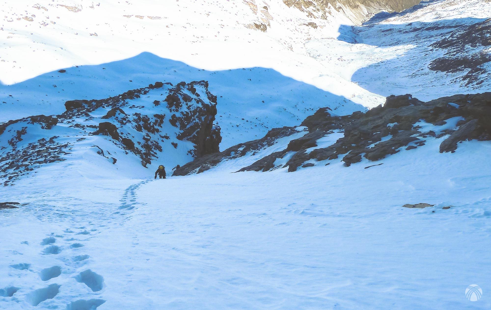 Vista de la salida con la sombra del Cerro de los Machos