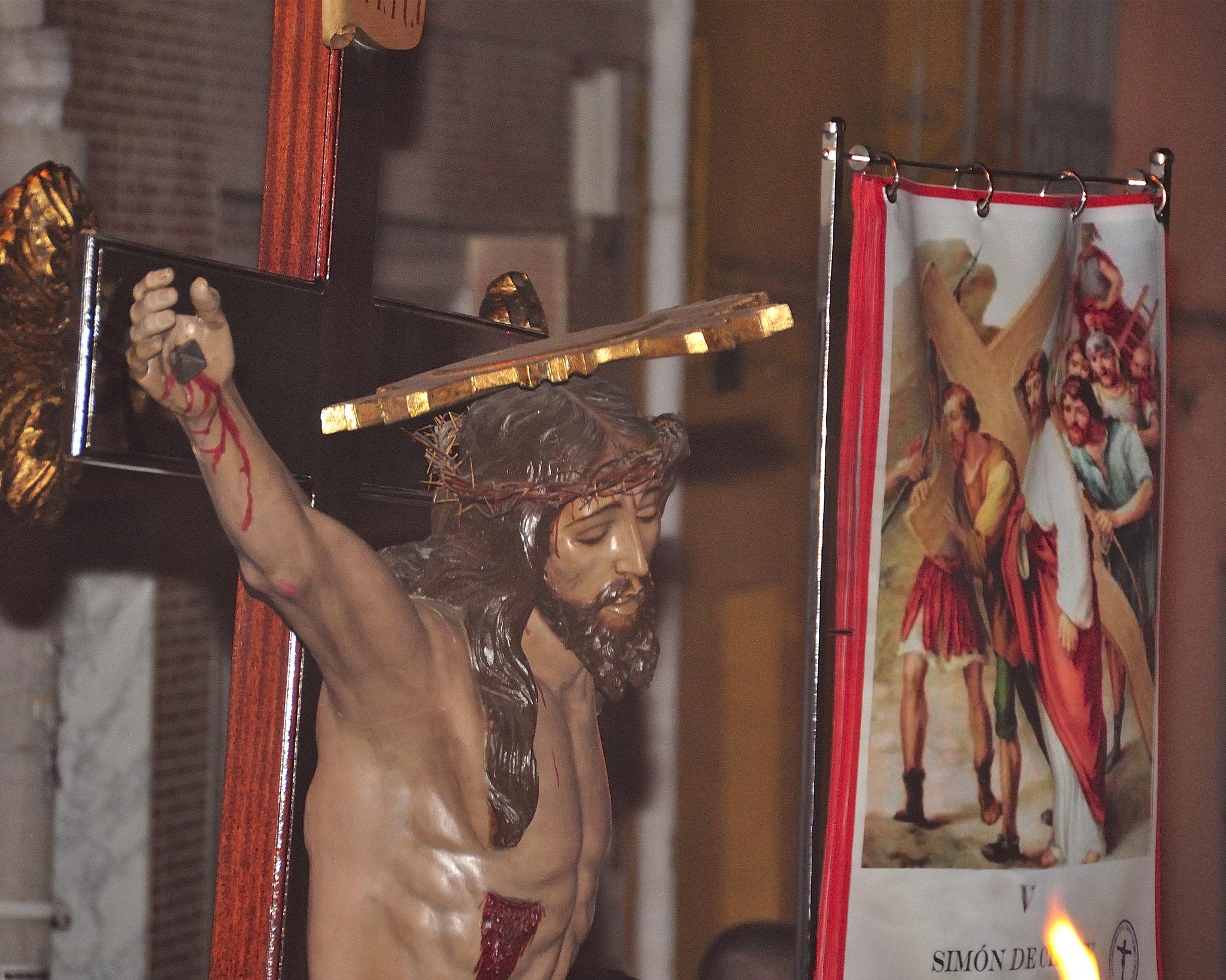 (2014-04-11) - V Vía Crucis nocturno - Abraham de la Rosa (01)