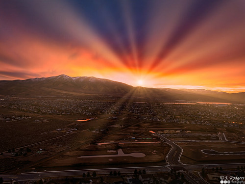 reno nevada sunset sunrays luminar mountains sun sky goldenhour drone dji mavic pro