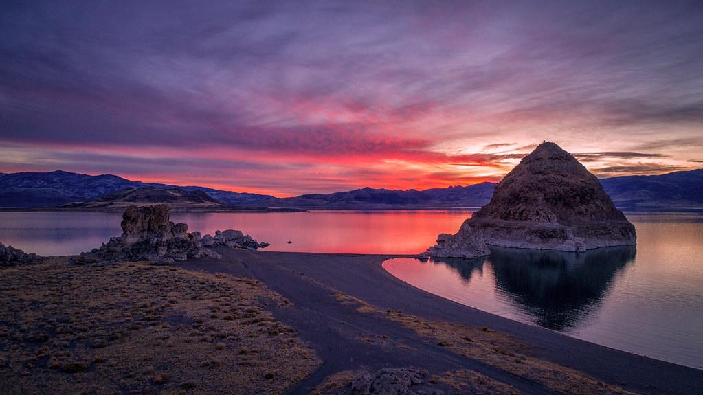 Pyramid Lake in Nevada, 25455274508_7c23cf115e_b