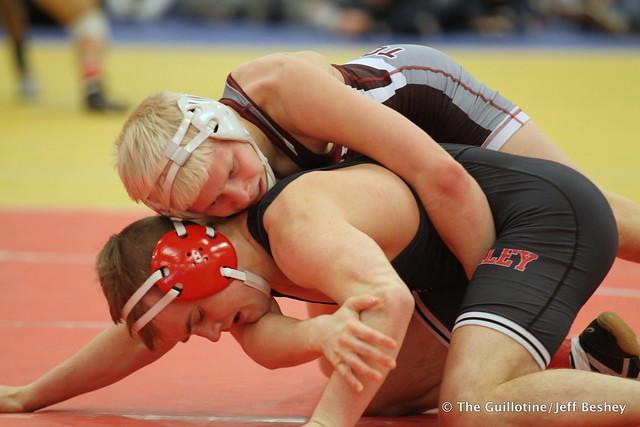 132 Semifinal - Dylan Droegemueller (Anoka) 12-1 won in sudden victory - 1 over Jake Gliva (Simley) 16-2 (SV-1 6-4) - 171216BJF0152