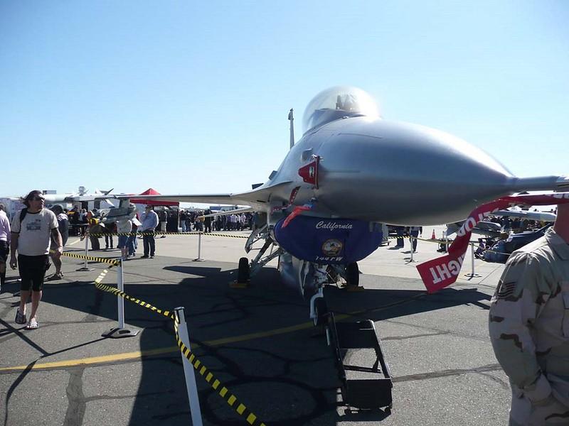General Dynamics F-16C Fighting Falcon 1