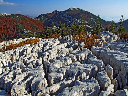 hrvatska croatia gorskikotar autumn landscape hiking outdoors mountain karst pakleno rocks carsism karrenfelder