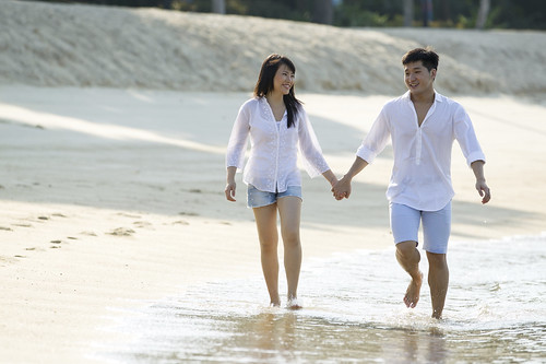 Asian couple on the beach. | by Magnum, PPI