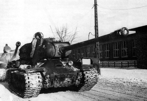 Soviet heavy tanks is-2