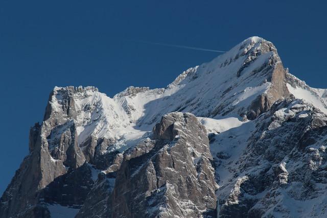 Wetterhörner mit Wetterhorn ( BE - 3`692 m - Erstbesteigung 1844 - Berg Berggipfel montagne montagna mountain ) in den Berner Alpen - Alps ( Westalpen ) im Berner Oberland im Kanton Bern in der Schweiz