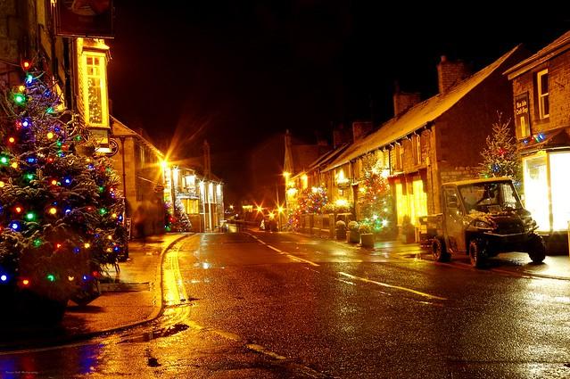 castleton derbyshire night time christmas snow lights 2017  (14)