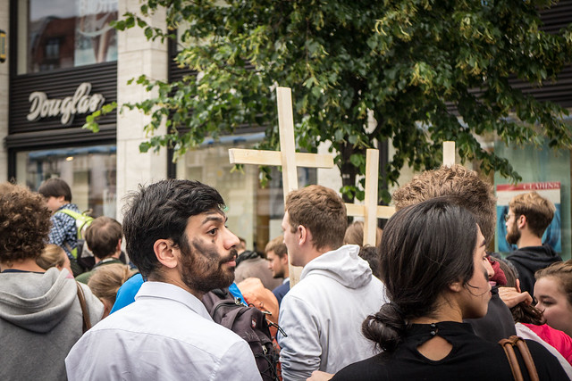 by @sebaso CC0   21.06.2015 - Marsch der Entschlossenen / Zentrum für politische Schönheit www.die-toten-kommen.de