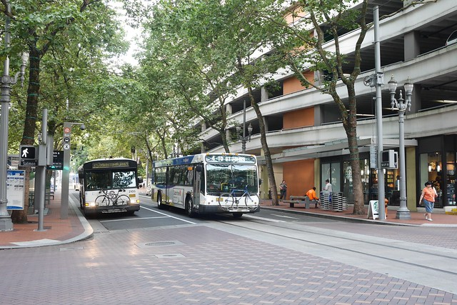 金, 2015-07-17 07:33 - ポートランドのバスは自転車を積める