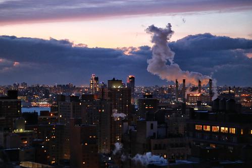 usa nyc manhattan eastside canoneos6d canonef24105mmf4lisusm dawn aube clouds nuages fumée smoke sunrise ville town twilight ciel sky winter hiver newyorkcity cityscape urbanlandscape paysageurbain