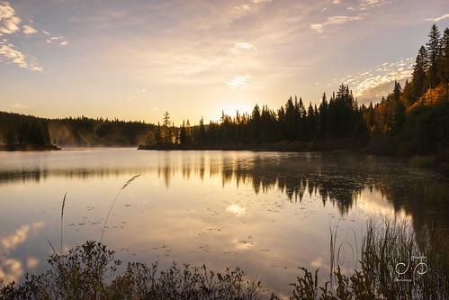 bluehour canada fog lake nebel parcnationaldumonttremblant québec sony1635f4zaoss sonyalpha7ii sun sunrise water