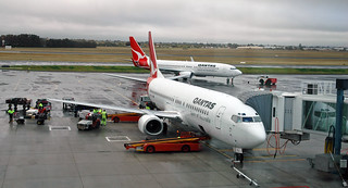 Qantas Airways - Boeing 737 passenger airplane (24 August 2006) (Adelaide Airport, South Australia) 1