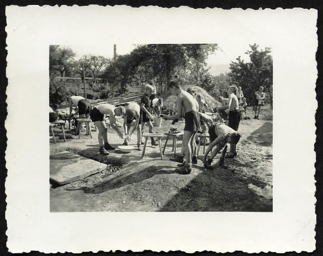 Archiv O603 Wäsche-Waschtag auf HJ-Fahrt, 1930er