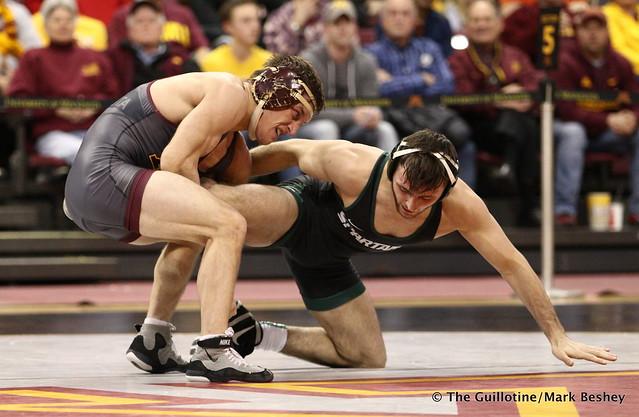 133 Skyler Petry (Minnesota) maj. dec. Matt Santos (Michigan State) 14-6. 180107AMK0171
