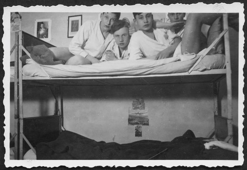 Archiv O606 Auf Fahrt mit Göring und Hess an der Zimmerwand, 1940er