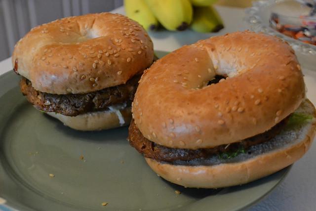 Bagel Burger (Vegan)