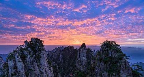 autumn anhuiprovince dwarfpines lionpeak sunrise landscape granitepeaks huangshannationalpark colorfulsky china yellowmountains huangshanshi anhuisheng cn