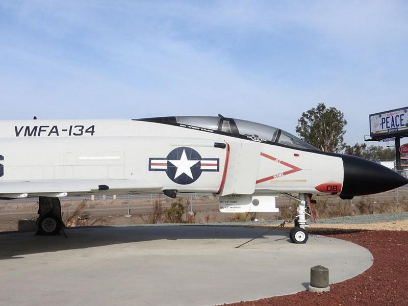 ΜακΝτόνελ Ντάγκλας F-4S Φάντασμα 1