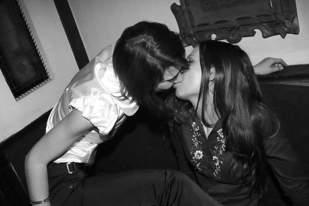 gay girls kissing