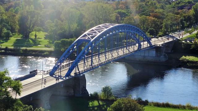 2002/05 Magdeburg Stern-Stabbogen-Straßen-Stahlbrücke 137mStW 243mL 900t bei Elbe-km 325 Heinrich-Heine-Platz in 39114 Rotehorn