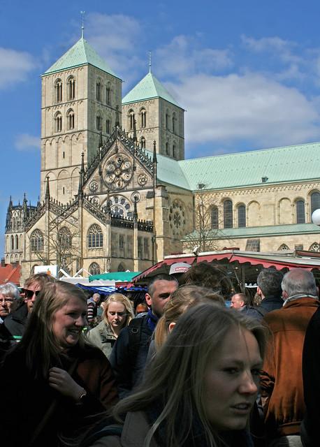 Wochenmarkt auf dem Domplatz in Münster