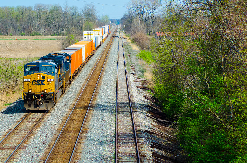 Short stacks | CSX train Q147 (Columbus, OH to Bedford Park