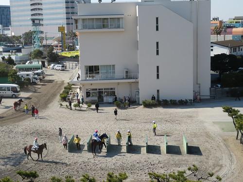 船橋競馬場の枠場に着いた騎手たち