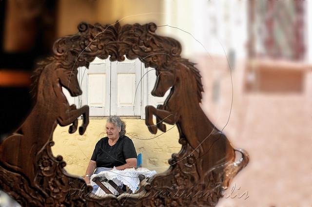Υπαίθρια χαλβαδοπώλισσα στην Αγιάσο Outdoor halvah saleslady  at Ayiassos