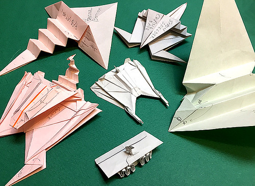 Folding guide samples of Snow Speeder origami all standing by