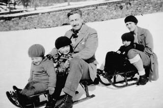 Mr. and Mrs. Georges P. Vanier with children on sleighs, ca. 1930 / M. et Mme Georges Vanier assis sur des traîneaux avec des enfants, vers 1930