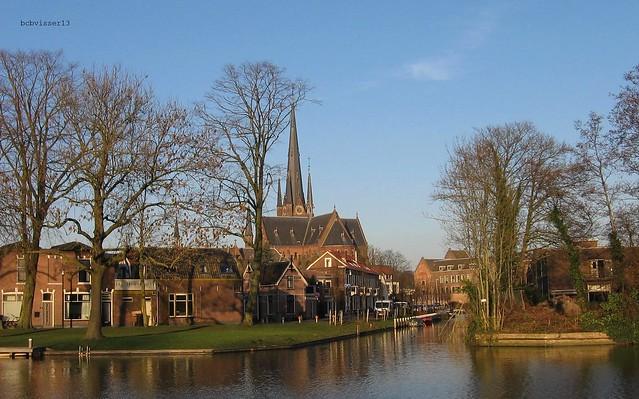 Prins Hendrikkade en de Bonaventurakerk in Woerden