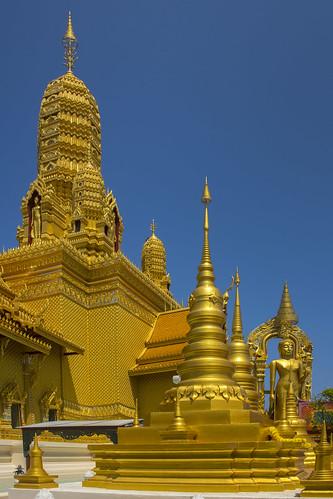 thailandbangkokancientcity32templeoftheanatomyoftheuniversedsc6226 templeoftheanatomyoftheuniverse anatomyoftheuniverse thaitemple buddhisttemple ancientsiam ancientcity mueangboran samutprakan bangkok thailand asia travel travelphotographer travelphotography เมืองโบราณ buddhism buddhist temple gold golden