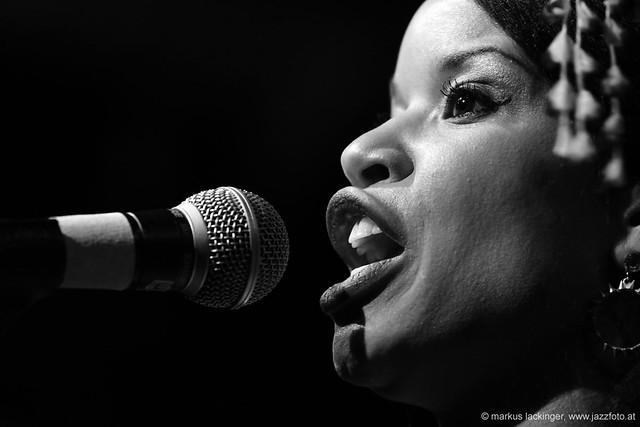Nicolle Rochelle: vocals