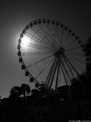 skywheel ferriswheel myrtlebeach southcarolina georgeferris pittsburghborn grandstrand ride palmtrees sunshine fujix30camera myfujifilm 4000thofasecond darknessindaylight thisisamerica sunburst silhouette boardwalk pier14