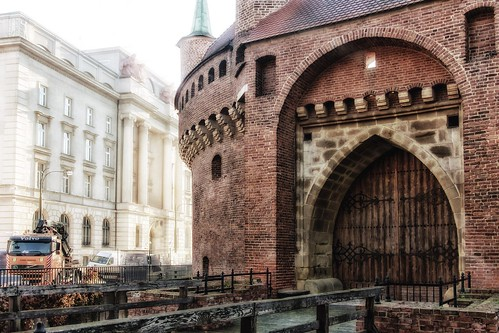 2017 krakow poland barbakan architecture morning building gate bridge hotel smcpentaxda1645mmf40