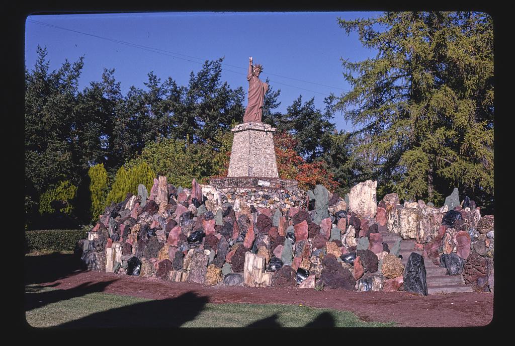 Petersen's Rock Garden, Statue of Liberty