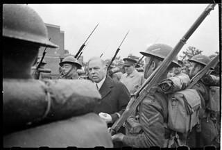 William Lyon Mackenzie King, inspecting Le Régiment de la Chaudière at the 1st Canadian Infantry Division's Sports Day / William Lyon Mackenzie King inspecte le Régiment de la Chaudière à l'occasion de la Journée du sport de la 1re Division d'infante
