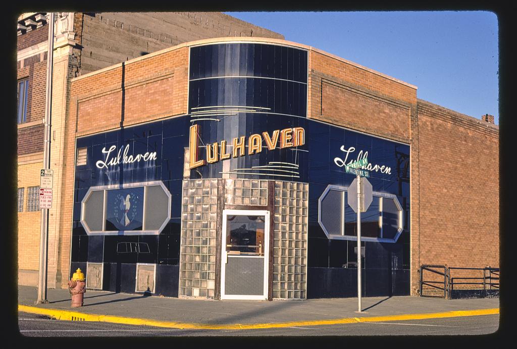 Lulhaven Bar, Merrill Avenue, Glendive, Montana (LOC)