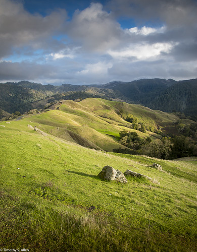 califonia hoodmountainregionalpark landscape otherkeywords santrosa sonomacounty beautiful blue clouds grass hills mist rocks sky