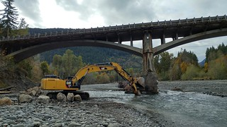 Crews working to limit erosion on the Elwha River bridge | by WSDOT